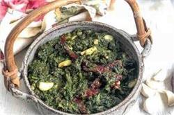 Dinner Special: घर पर बनाएं स्वादिष्ट कश्मीरी पालक साग