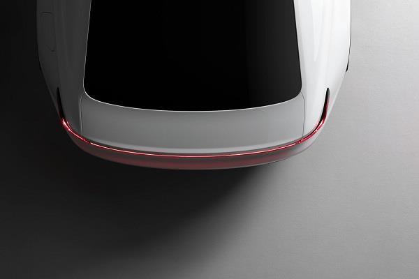 Volvo ने टीज़ की अपनी इलैक्ट्रिक कार Polestar 2