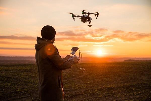 Canada ने बनाए सख्त कानून, बिना रजिस्ट्रेशन अब नहीं उड़ा पाएंगे Drone
