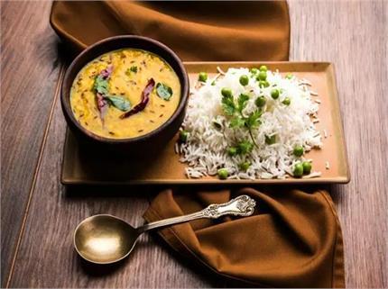 डाइटिंग से नहीं, डिनर में दाल-चावल खाकर घटाएं वजन