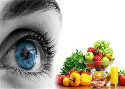 आंखों की रोशनी बढ़ानी है तो डाइट में शामिल करें ये 10 सुपरफूड्स