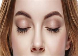 कैस्टर ऑयल के 2 नुस्खों से पाएं घनी Eyebrows & Eyelash