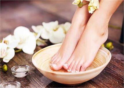 Foot Detox थेरेपी से 30 मिनट में निकालें शरीर की सारी गंदगी