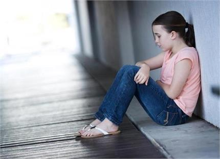 बच्चे के Depression में होने के 13 संकेत, लापरवाही पड़ सकती है भारी