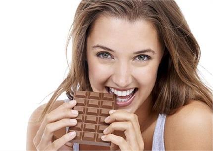 अनोखा रिवाज, यहां सिर्फ लड़कियां दे सकती है चॉकलेट