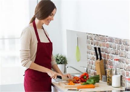 किचन का काम आसान कर देंगे ये 8 कुकिंग टिप्स, आज ही आजमाएं