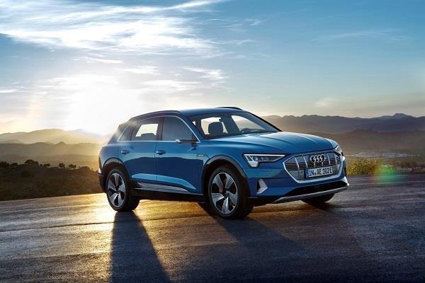 Audi ने लांच की अपनी पहली इलेक्ट्रिक एसयूवी e-tron, जानें कीमत और फीचर्स