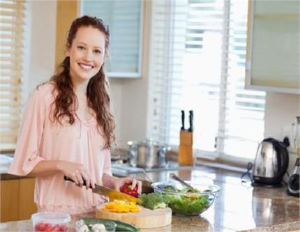महिलाओं का काम आसान करेंगे ये 10 किचन टिप्स