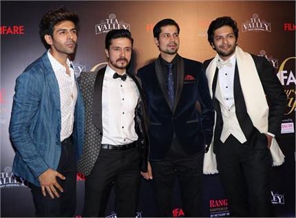 Filmfare Awards19: हैंडसम लुक में दिखे कार्तिक आर्यन तो दिलजीत पर आ...