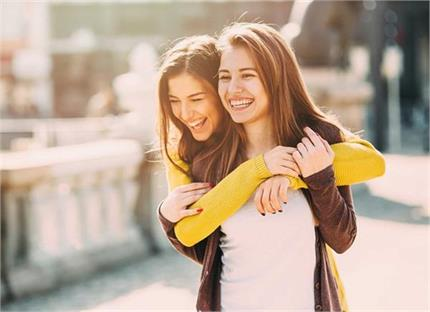 अच्छी दोस्त बनती हैं कुंभ राशि की लड़कियां, जानिए इनके 7 सीक्रेट्स