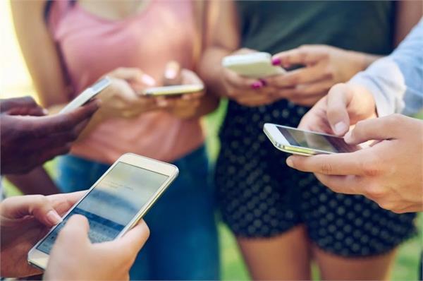 स्मार्टफोन का ज्यादा उपयोग स्वास्थ्य के लिए हो सकता है नुकसानदायक
