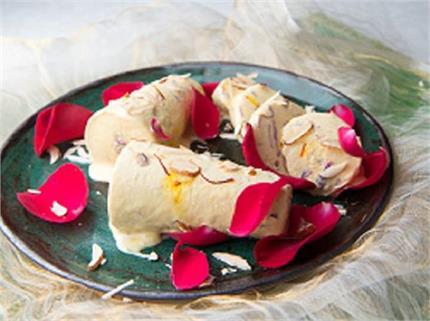Holi Special: मेहमानों को खिलाएं ठंडी-ठंडी बादाम-गुलकंद कुल्फी