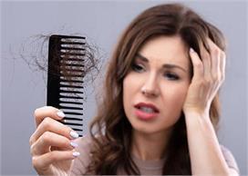 Hair Care: हेयरफॉल का कारण बनती हैं गीले बालों में की गई ये...