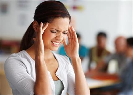 जिद्दी सिरदर्द को 1 मिनट में छूमंतर करेगी जापानी थैरेपी, आजमाकर देखें