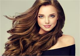 अपने बालों से हैं प्यार तो इन 10 चीजों को करने से बचें