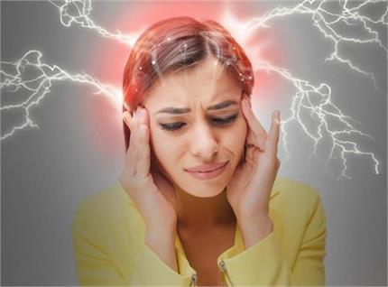 नींद की कमी और मानसिक तनाव भी है माइग्रेन का कारण, ऐसे करें उपचार