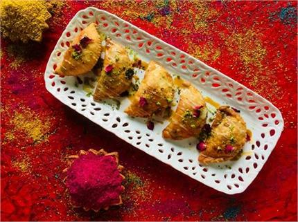 Holi Spl: मेहमानों के लिए बनाएं बादाम-चॉकलेट गुजिया