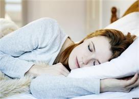 Vastu Tips: तकिए के पास रखीं ये 7 चीजें बनती हैं कलह-कलेश...