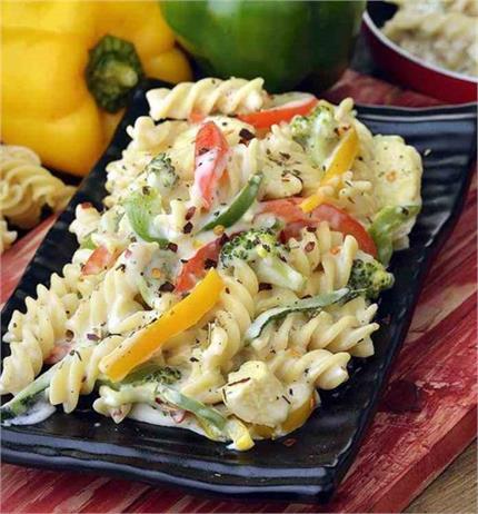 घर पर बनाएं रेस्टोरेंट स्टाइल White Sauce Pasta