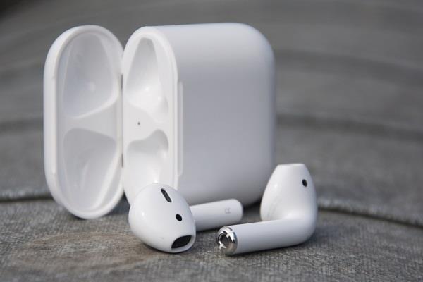 वायरलेस चार्जिंग फीचर के साथ लांच हो सकते हैं Apple AirPods 2