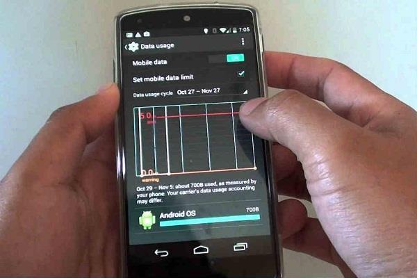 सावधान: आपके फोन से हर महीने चोरी हो रहा 10GB डाटा