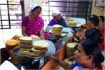 लिज्जत पापड़ स्टोरीः 7 महिलाओं की मेहनत, 80 रुपए की उधारी से खड़ा...