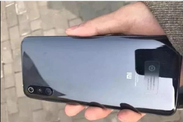 यूजर को बिना LED फ्लैश के मिला Xiaomi Mi 9, जानें पूरा माजरा