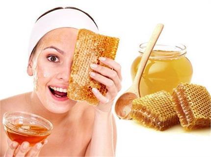 सोने से पहले लगाएं शहद, Pimples से लेकर ब्लेकहैड्स की करें छुट्टी