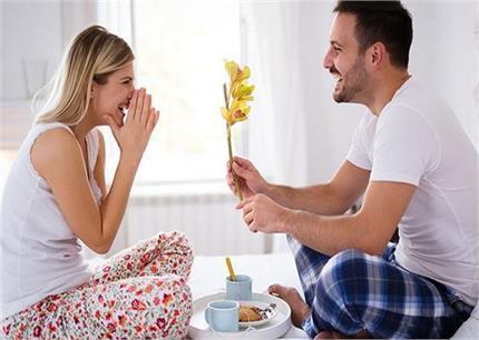 पति-पत्नी के रिश्ते में प्यार बढ़ाएंगी ये छोटी-छोटी बातें