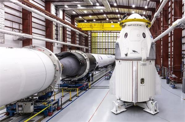 बंद हुआ SpaceX के नए पैसेंजर एयरक्राफ्ट का इंजन, संकट में पैसेंजर्स को स्पेस में भेजने की योजना