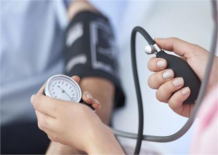 Health Alert: हाई बीपी मरीज के लिए खतरनाक है स्ट्रेस, ऐसे करें बचाव