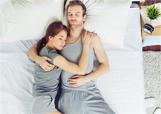 सीधा या उल्टा, कैसे सोती हैं आपकी...