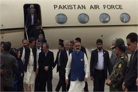 पाकिस्तानी प्रधानमंत्री इमरान खान ईरान पहुंचे