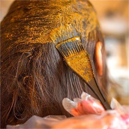 Hair Care: क्या आप जानते हैं बालों में मेहंदी लगाने का सही तरीका?