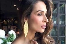 Beauty Secrets: जवां रहने के लिए मलाइका चेहरे पर रगड़ती हैं...