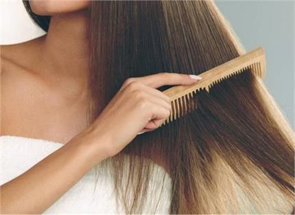 Hair Care: प्लास्टिक नहीं, लकड़ी की कंघी से मिलेंगे ये 7 जबरदस्त फायदे