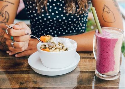 Women Health: जानें हेल्दी रहने के लिए खाली पेट क्या खाएं ?