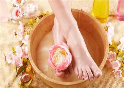 इन 5 तरीकों से करें Foot Detox, पैर होंगे साफ और बीमारियां भी रहेंगी...