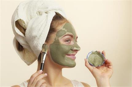 गर्मियों में भी बरकरार रहेगा त्वचा का ग्लो, लगाएं होममेड फेस पैक व...