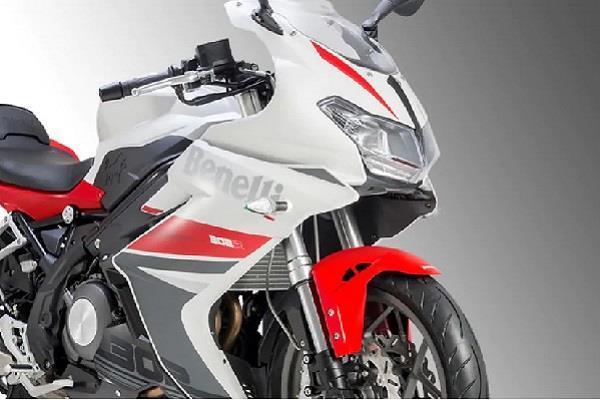 Benelli TNT 300 और Benelli 302R बाइक की कीमत में हुई 60 हजार तक की कटौती