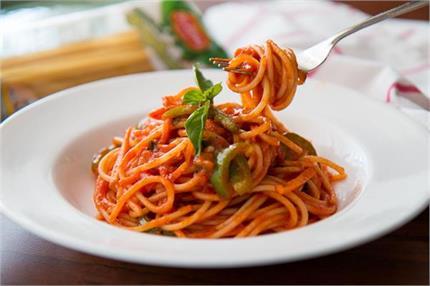 घर पर खुद बनाएं इटैलियन स्टाइल टोमॉटो गार्लिक पास्ता