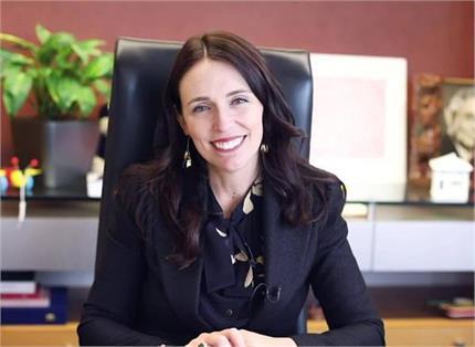मदर्स डे: औरतों के लिए मिसाल बनी न्यूजीलैंड की PM जेसिंडा, सिर्फ डेढ़...