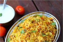 लंच में बनाकर खाएं Tomato Rice Recipe
