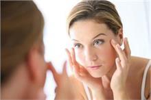 आंखों पर पड़ी झुर्रियां हटाने के आसान और असरदार टिप्स
