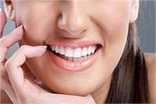 सिर्फ 1 नुस्खा चमका देगा आपके जिद्दी से जिद्दी पीले दांत