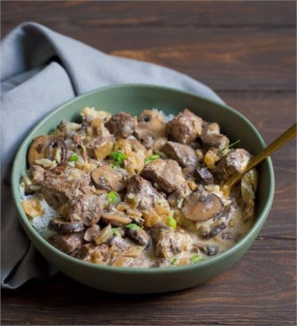 Sunday Special : डिनर या लंच में बनाकर खाएं Soya Mushroom Gravy