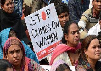 महिलाओं का इंसाफ: जब कोर्ट का गेट...