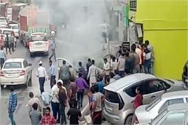 सोलन में चलती कार में लगी आग, अग्निशमन विभाग की मुस्तैदी से...