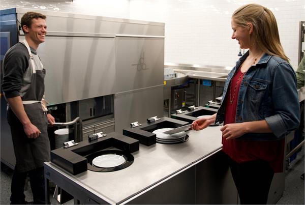 100 प्लेटों को एक बार में धो देगा यह रोबोटिक डिशवॉशर