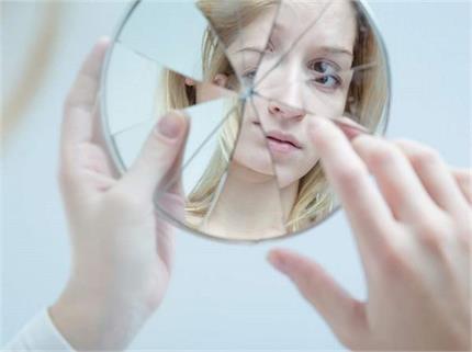 क्या सच में अपशगुन होता है शीशे का टूटना? जानिए इससे जुड़ी 10 बातें